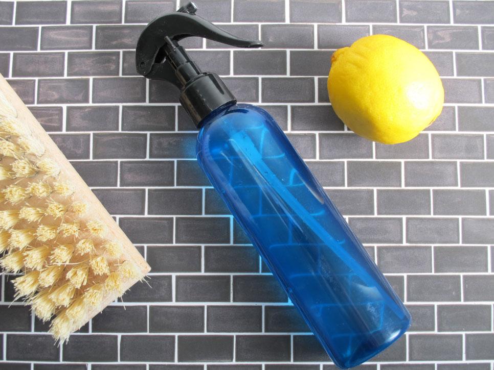 Spray nettoyant au vinaigre