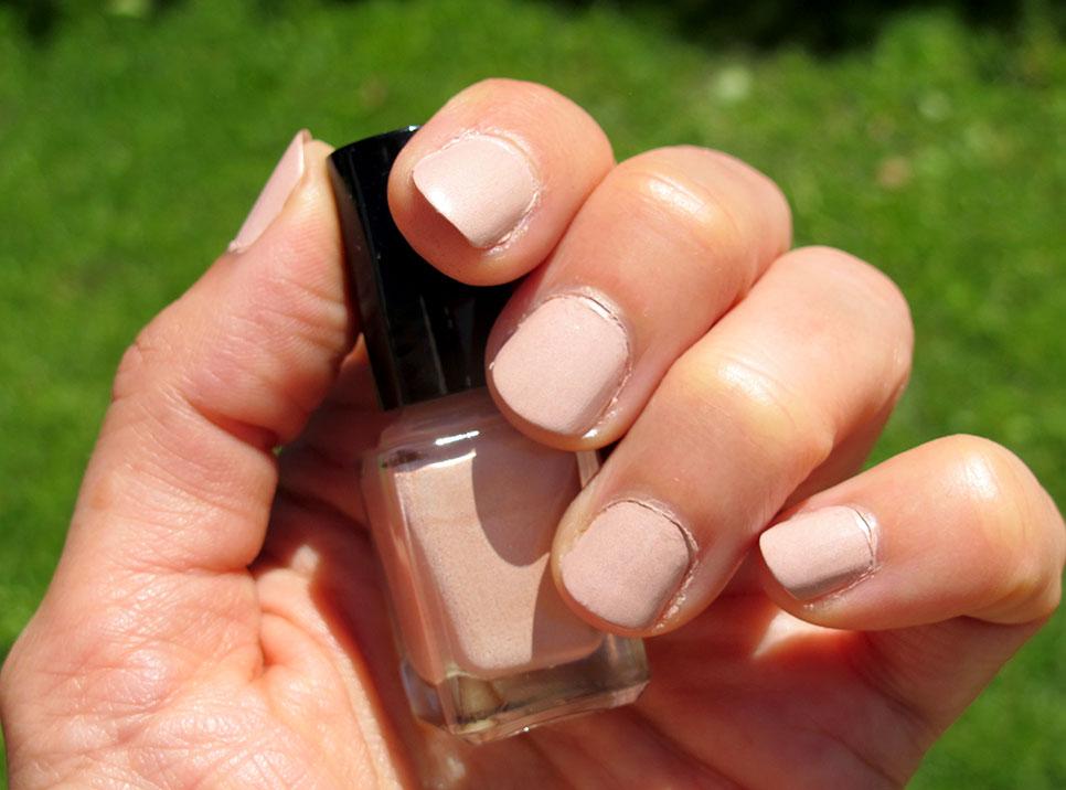 DIY vernis à ongles beige nude